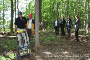 Don Johnston, left, and Steve Watson of Global GPR Services of Toronto work a grid format with the ground penetrating radar machine over the abandoned William Wilson Pioneer Cemetery in Midland while, from left, Sue McKenzie, chair of the Midland Heritage, Andrea Betty, Midland town planner, Sher Scott, Midland heritage summer student, and Bailey Loverock, Midland planning summer student look on. GISELE WINTON SARVIS Midland Free Press